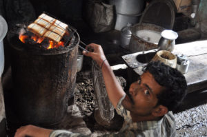 The toast being made at Laxmi Chai Source: varanasialive.com